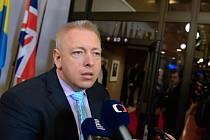 Zástupci Česka a Slovenska Milan Chovanec a Robert Kaliňák se před novináři zmínili především o velmi tvrdé výměně názorů s řeckým kolegou Panagiotisem Kurumblisem.