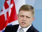 Malá plastová kalkulačka s přednastaveným kurzem má pomoci Slovákům přejít na euro.