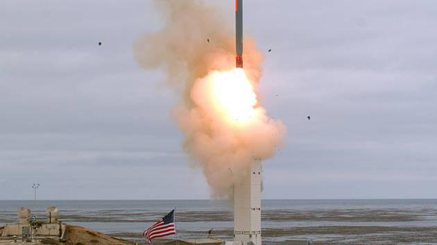 Test americké rakety s doletem přes 500 km na kalifornském ostrově San Nicolas asi 130 kilometrů západně od Los Angeles