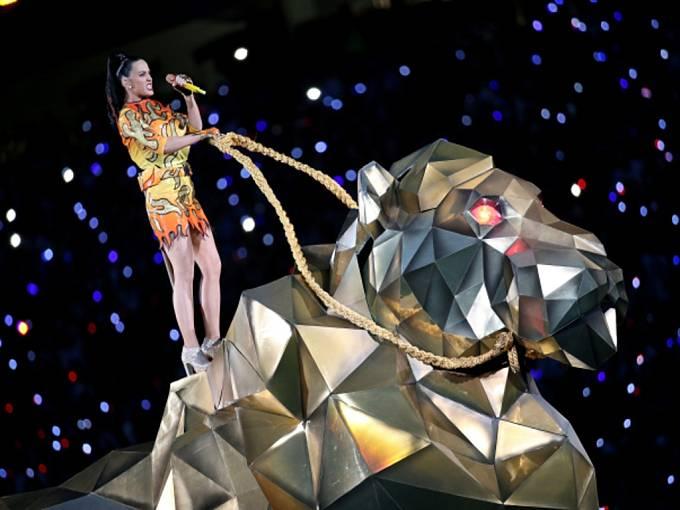 Zpěvačka Katy Perry na Super Bowlu.