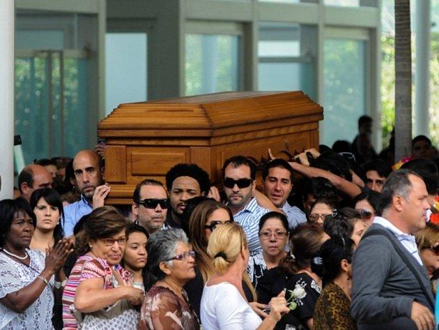 Poslední rozloučení s venezuelskou bývalou miss a oblíbenou herečkou Monikou Spearovou.