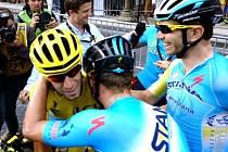 Radost týmu Astana z triumfu Vincenza Nibaliho