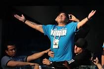 Diego Maradona oslavy po výhře nad Nigérií trochu přehnal a skončil v péči lékařů.