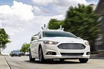 Ford se věnuje vývoji samořízených aut.