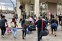 Migranti na hranici USA a Mexika usilují o shledání se svými dětmi