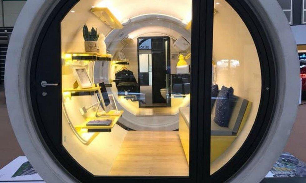 Nábytek zde je důmyslně vyřešen a uzpůsoben malému prostoru.