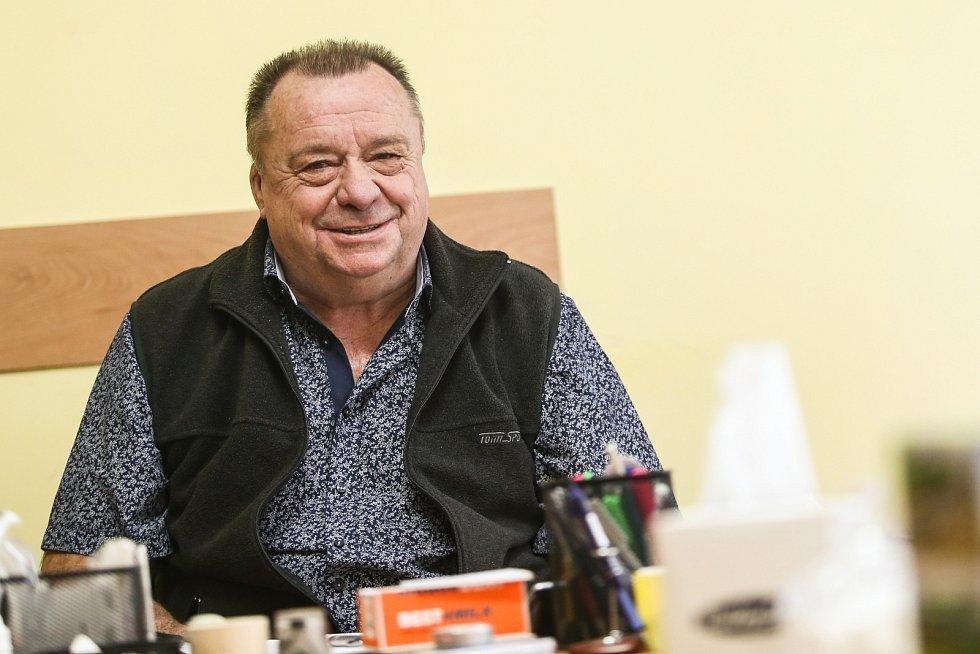 Alois Nouzák je ředitelem ZAS Bečváry na Kolínsku posledních 14 let. Na zdejších polích zná doslova každý metr.
