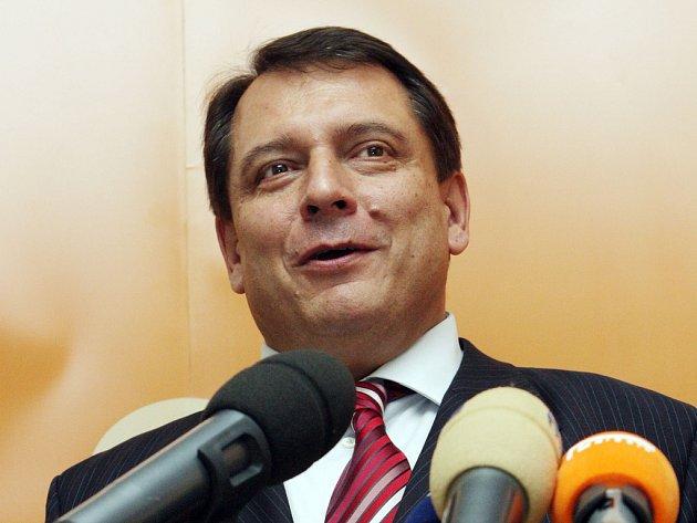 Jiří Paroubek při projevu.