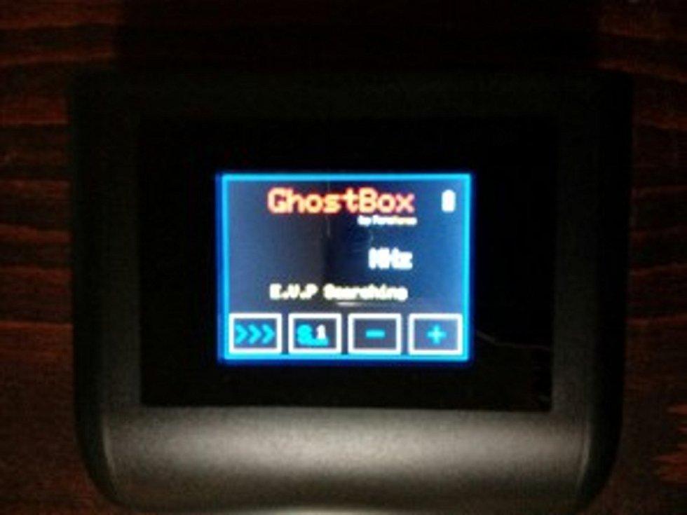 Ghost Box umí přímo čistit frekvence na kterých probíhají komunikace s entitami, a umožní přímý záznam EVP do záznamníku.
