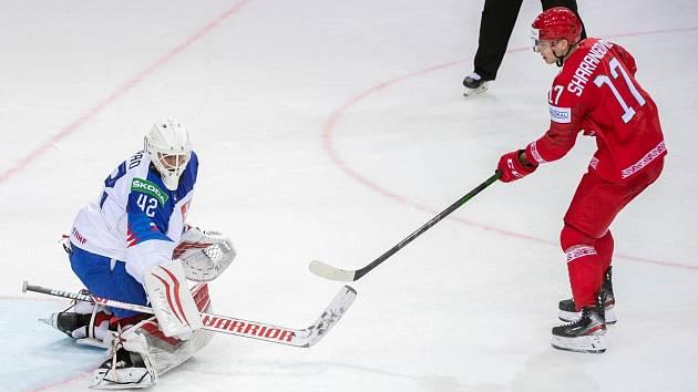 Bělorus Jegor Šarangovič v zápase se Slovenskem neproměnil samostatný nájezd. V emocích následně ukázal slovenské střídačce zdvižený prostředníček.