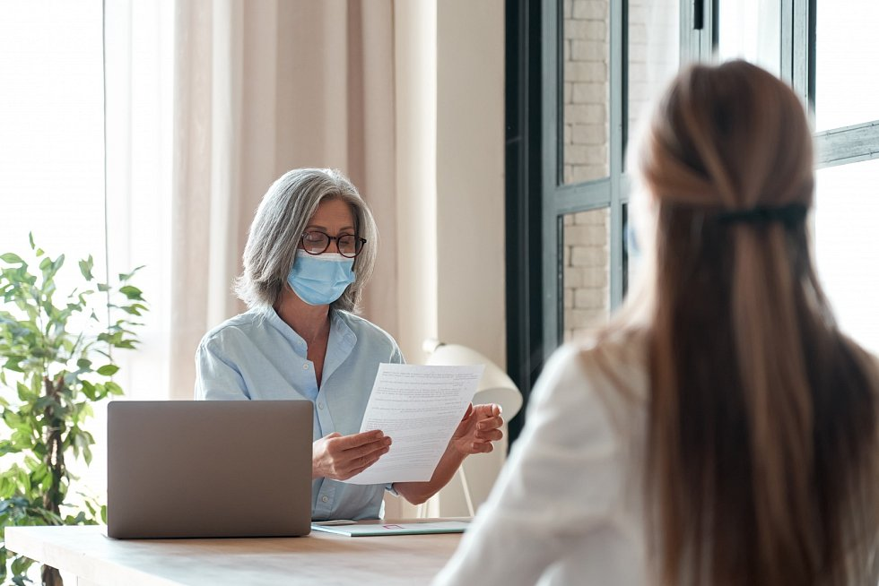 Podnikatelé už mohou žádat o ošetřovné za měsíc březen