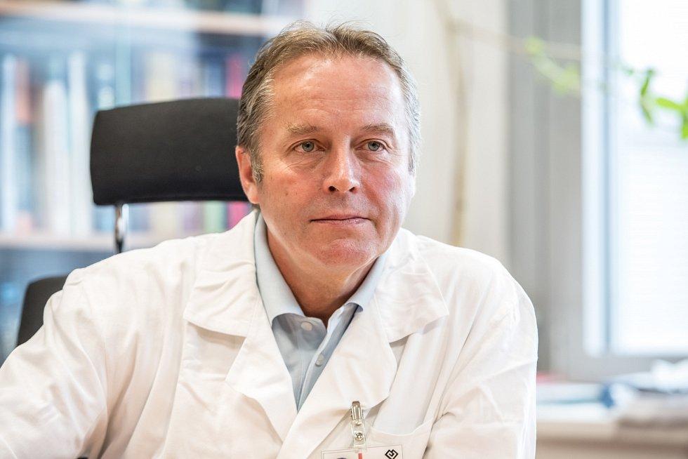Odborník na klouby. Podle Tomáše Trče bude mít současná situace velký vliv na zdraví lidí v České republice. Foto: