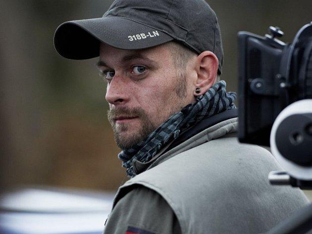 """V novém dílu série Nevinné lži s názvem """"Čistá práce"""" bude mít hlavní roli herec ústeckého Činoherního studia Jan Plouhar."""