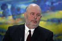 Ministr zemědělství Miroslav Toman (za ČSSD).