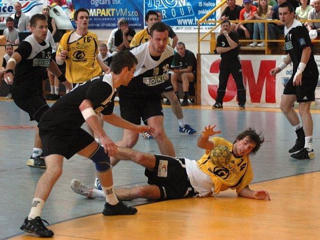 Házenkáři Karviné ve druhém finálovém utrkání play off proti Zubří.