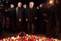 Prezident Zeman se poklonil obětem střelby v Uherském Brodě.