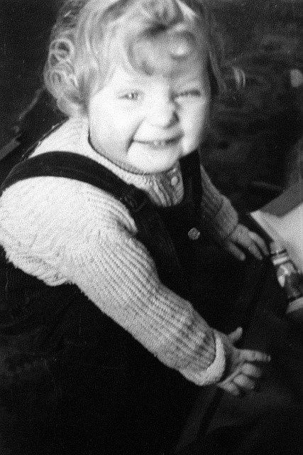 Angela Merkelová jako dvouletá. Rok 1956