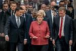 Německá kancléřka Angela Merkelová, vlevo premiér Ukrajiny Volodymyr Hrojsman. Vpravo Eric Schweitzer, prezident německo-ukrajinského byznys fóra.