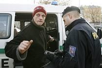 """Dne 18. prosince 2007 proběhla v pražských ubytovnách a na ostatních místech České republiky akce Cizinecké policie s názvem """"Cizinec"""", která byla zaměřena na nelegální přistěhovalce."""