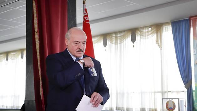 Běloruský prezident Alexandr Lukašenko u voleb