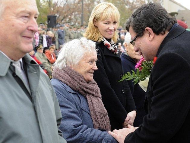 Ministr obrany Alexandr Vondra vyznamenal 11. listopadu v Národním památníku na Vítkově při příležitosti Dne válečných veteránů Helenu Steblovou Záslužným křížem ministra obrany ČR III. stupně.