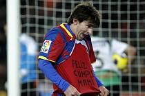 Hvězdný Lionel Messi během zápasu Barcelony ukázal tričko s přáním: Všechno nejlepší, mami.