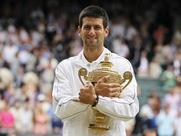 Novak Djokovič vyhrál poprvé slavný Wimbledon.