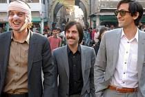 BRATŘI VTIPU. Sourozenci Jack (Jason Schwartzman), Francis (Owen Wilson) a Peter (Adrien Brody) ve filmu Darjeeling s ručením omezeným
