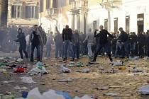 Při potyčkách v Římě bylo zatčeno 23 chuligánů.