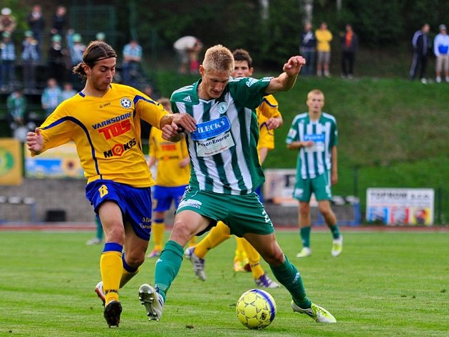Fotbalisté Bohemians Praha (v zeleném) proti Varnsdorfu.