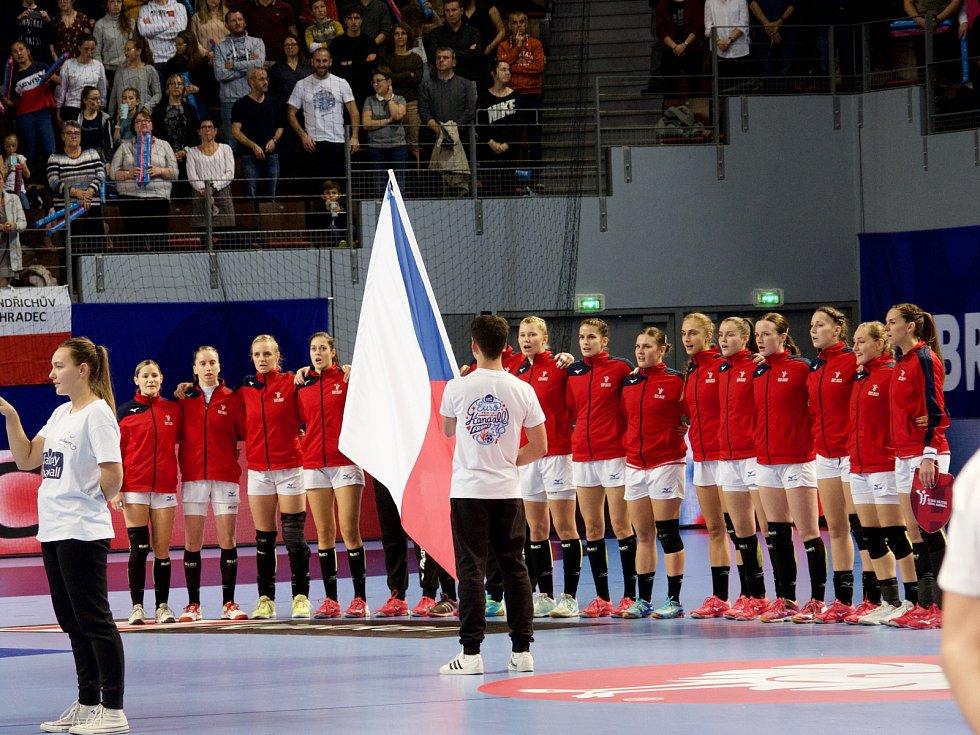 České házenkářky (v červeném) proti Rumunsku.