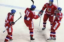 Čeští hokejisté se radují z gólu Jana Marka (vpravo) v utkání s Finskem.