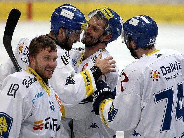 Hokejisté Vítkovic slaví postup do finále extraligy.