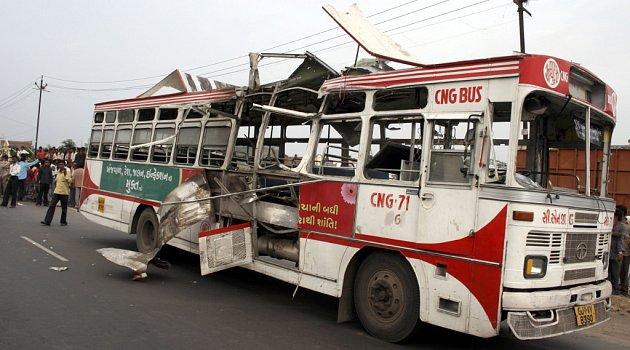 Jedna z 16 bomb, které během dne explodovaly, zasáhla autobus.