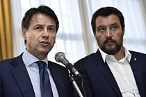 Italský premiér Giuseppe Conte a ministr vnitra Matteo Salvini.