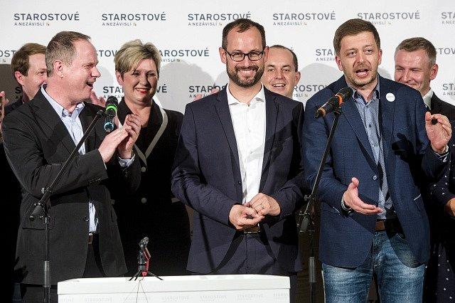 Hnutí STAN. V popředí zleva Petr Gazdík, Jan farský, Vít Rakušan.