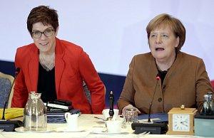 Šéfka CDU Annegret Krampová-Karrenbauerová a německá kancléřka Angela Merkelová
