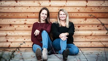 Vesničanky. Maminky, kamarádky a kolegyně Zuzana Sedlecká a Ivana Holá založily oděvní značku ONE VILLAGE