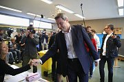 Svůj hlas přišel odevzdat i bavorský premiér a volební lídr CSU Markus Söder