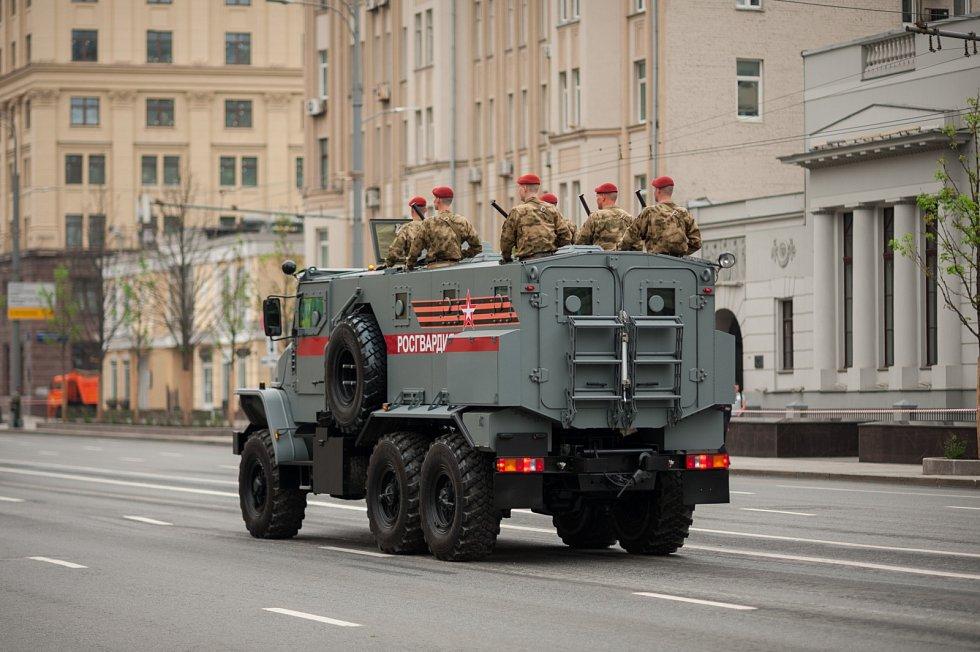 Lehké obrněné vozidlo Ural je součástí rozsáhlého zbrojního programu Typhoon. Vyrábí se od roku 2014 v Uralském automobilovém závodě, který je součástí koncernu GAZ. Na jednu nádrž ujede až 1800 kilometrů.