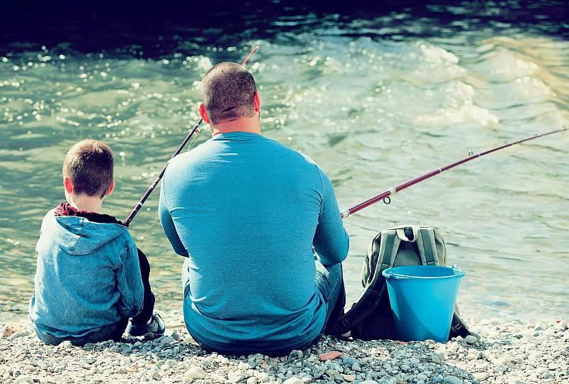 Rodinné rituály nám utkví v paměti na celý život. Třeba chytání ryb s tatínkem sobotu co sobotu, zatímco maminka připravuje oběd.
