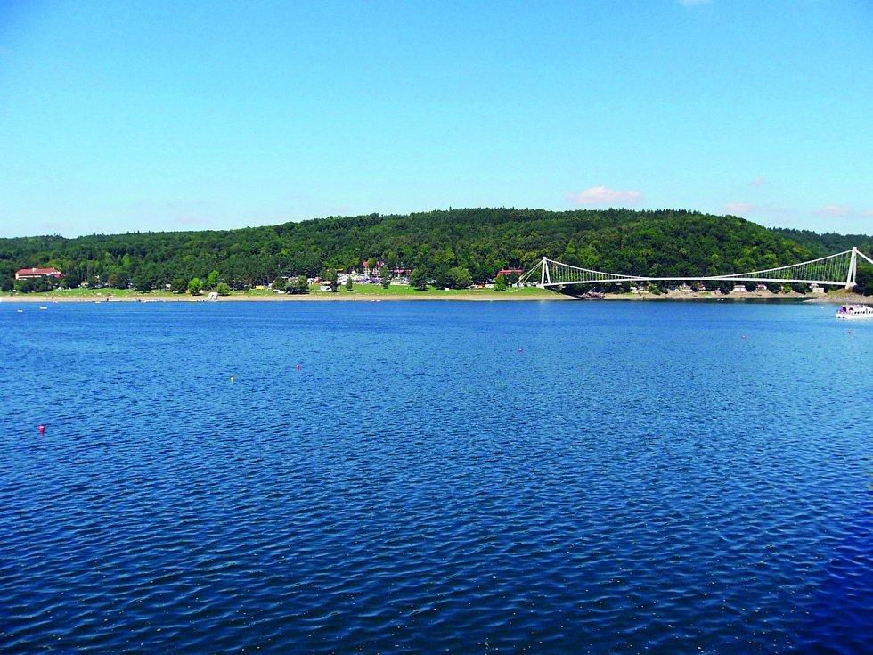 Impozantní betonová masa o délce téměř tři sta metrů tvoří hráz vodní nádrže Vranov.