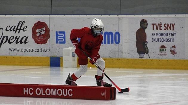 Trénink v roušce? Takhle to vypadá na hokeji...