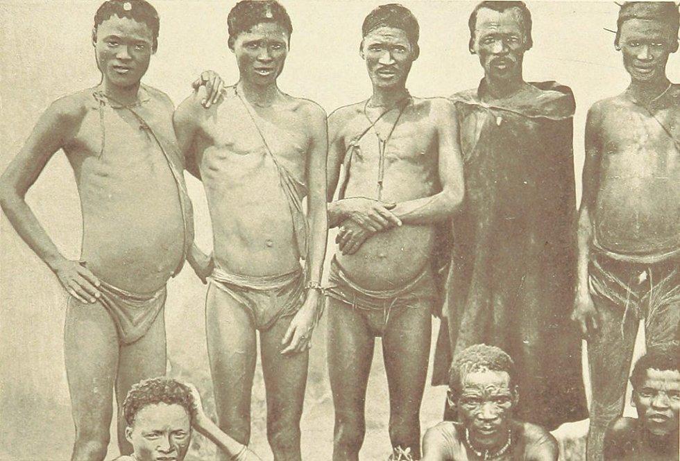 Křováci na historickém snímku