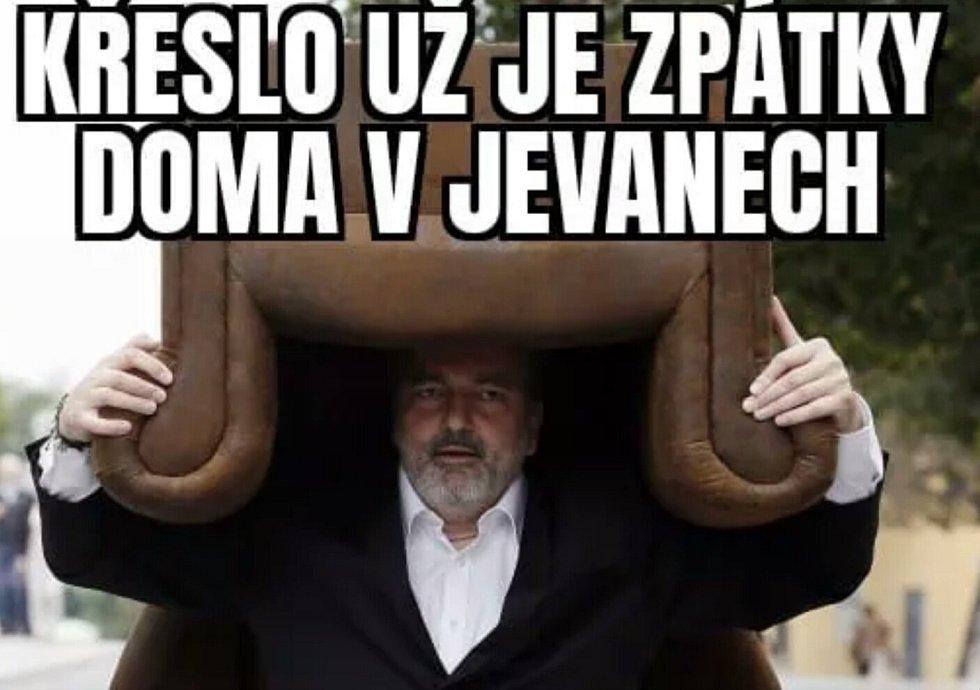 Konec přátelství Miloše Zemana a Daniela Hůlky se stal vděčným námětem karikatur