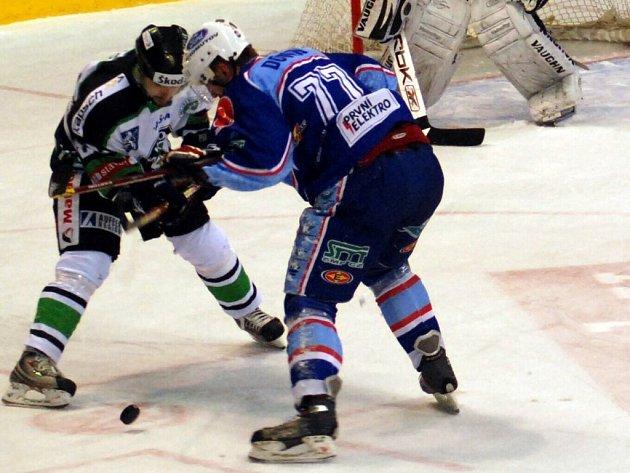 První utkání play off první ligy mezi Mladou Boleslaví a Chomutovem musely rozhodnout až nájezdy.