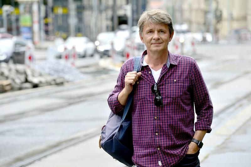 Jan Šťastný je činný i vdabingu, rozhlase nebo při načítání audioknih.