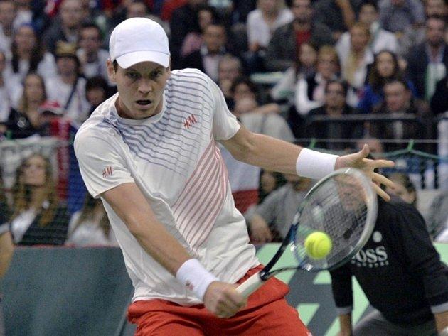 Český reprezentant Tomáš Berdych prohrál v utkání proti srbské jedničce Novaku Djokovičovi ve finále Davisova poháru.