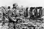 Němečtí vojáci v troskách Stalingradu
