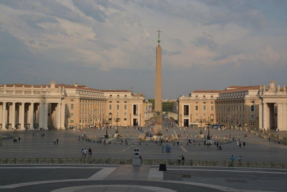 Svatopetrské náměstí. V době atentátu na Jana Pavla II. v květnu 1981 se na něm nacházelo 20 tisíc lidí.